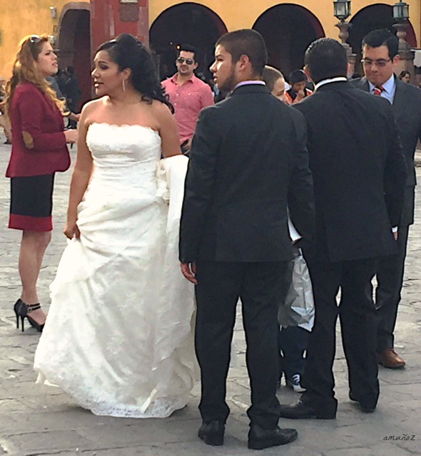 bride in front of Parroquia